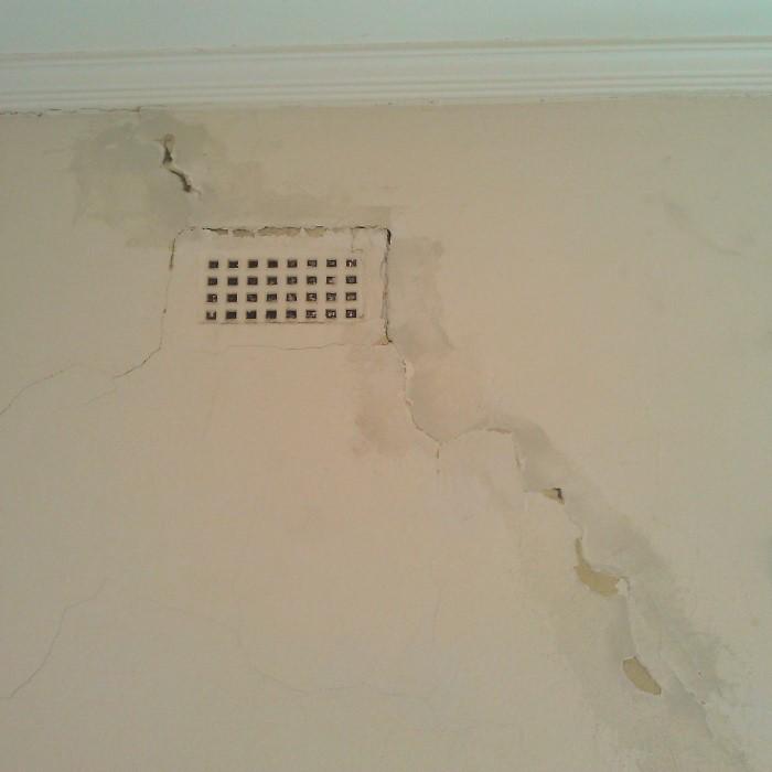 Specialising in the repair of walls and ceilings, Holes, Cracks, Flaking/ peeling paint, Water Stains, Dirty walls & ceilings
